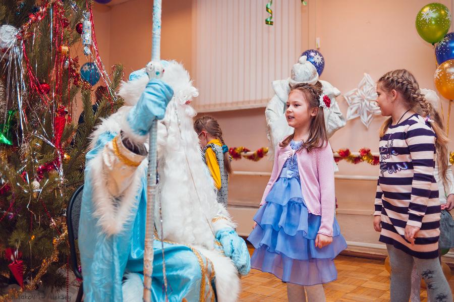 дети прочитали подготовленные стихи Дедушке Морозу