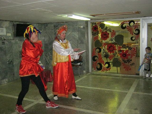 Дети с огромным удовольствием смотрели праздничную сказочную постановку артистов из «Хит – НН»