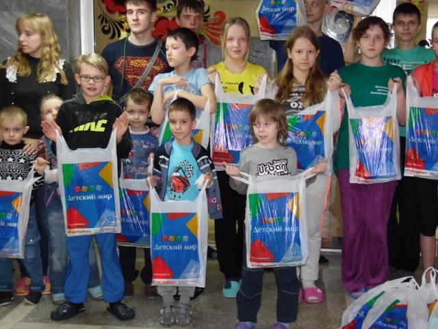 Подареи детям Нижегородской областной больницы от БФ Детский Мир